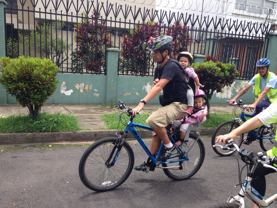 Dans les rues de San José, à bicyclette.
